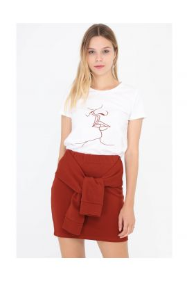 Daphnea kissing t-shirt